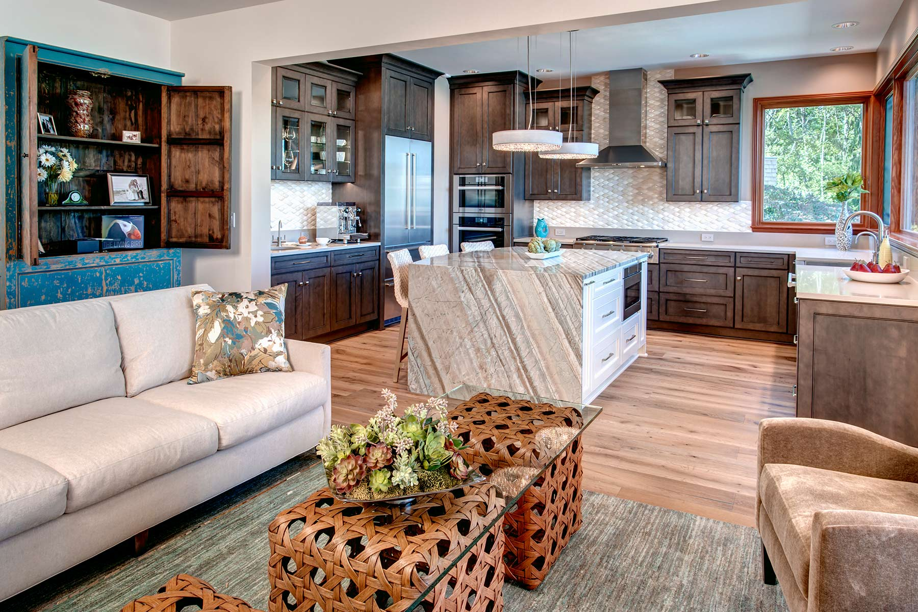 'Sparkling Waterfront' - living room to kitchen shot